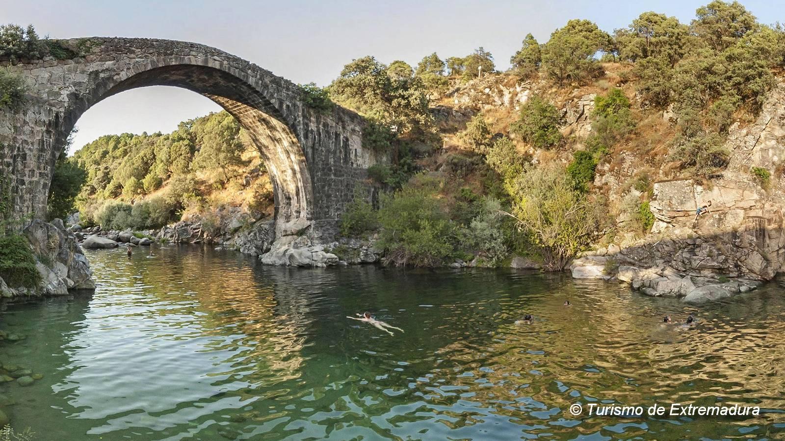 Je kunt heerlijk zwemmen in de natuurlijke zwembaden van Extremadura Spanje