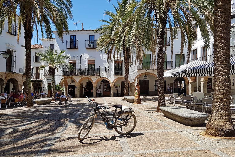 Het mooie en authentieke Plaza Grande in Zafra ligt op loopafstand van je accommodatie tijdens de fietstocht in Extremadura